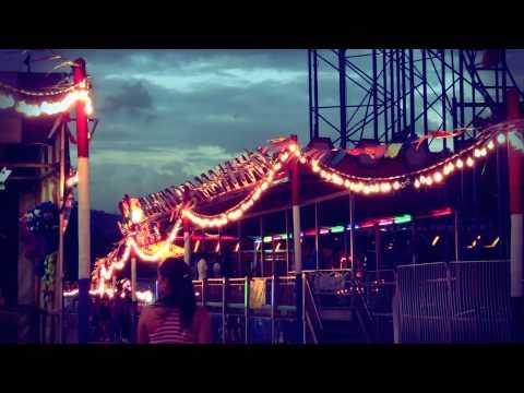#4850,-personas-caminando-por-el-parque-[efecto],-parque-de-diversiones