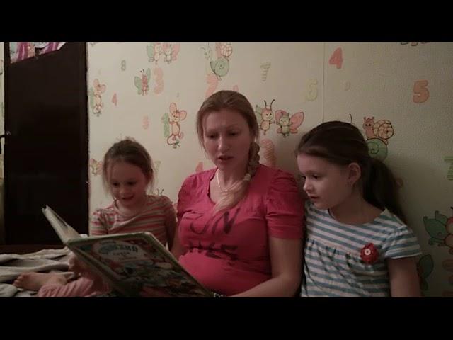 Изображение предпросмотра прочтения – «Семья» читают отрывок изпроизведения «Мойдодыр» К.И.Чуковского