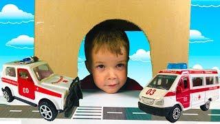 Тёма играет в прятки с маленькими машинками Скорой помощи Видео про Машинки для Детей