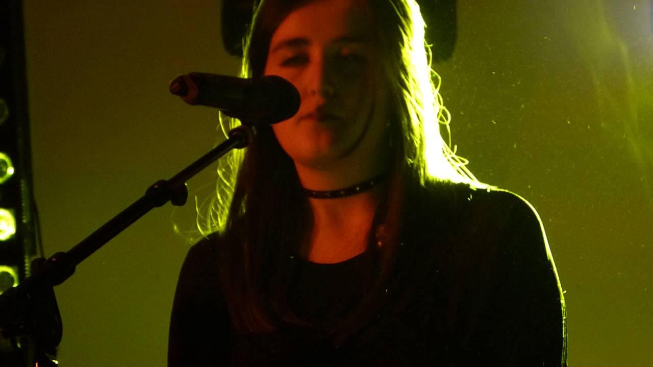 lauren-aquilina-kicks-live-dot-to-dot-festival-manchester-27-05-16-orezlyrad