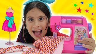 MINHA MÁQUINA DE COSTURA MÁGICA ✨ Kids and mom playing with toy sewing machine
