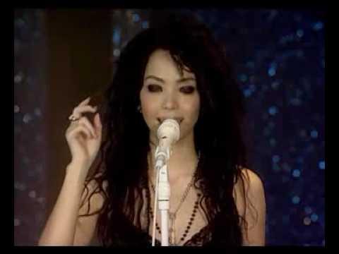 張惠妹 不像個大人 【我要快樂專輯新歌發表Live版】 - YouTube