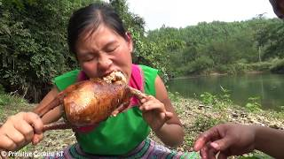 Primitive Technology - How to make primitive Trap on Tree and cooking chicken - Eating delicious