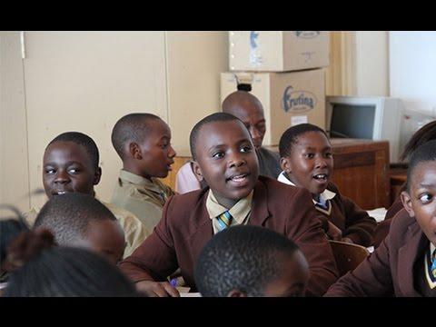 De jeunes enseignants chinois à l'Institut Confucius d'Harare