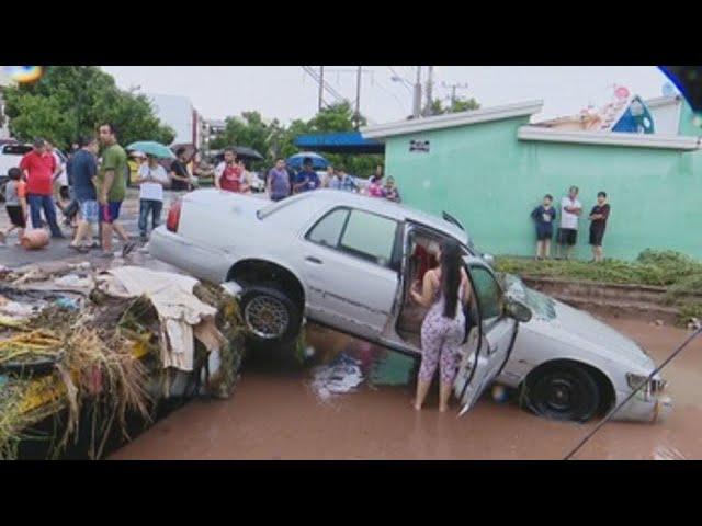 Un muerto y varias inundaciones dejan las lluvias torrenciales en Sinaloa