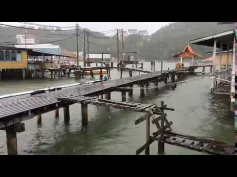 Brunei water-village (raining)