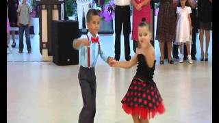Gore Gore O banke chhore...great dance by kids