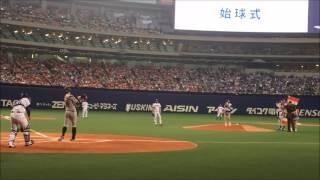 SKE48の松井珠理奈さん、斉藤真木子さん、福士奈央さんによる始球式.