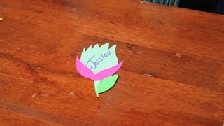 DIY: Flower-Shaped Name Tags : Name Tags & Cards