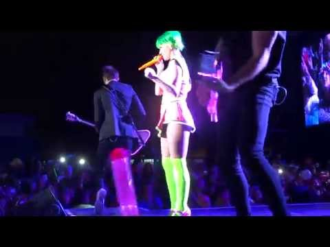 Katy Perry - Teenage Dream/California Gurls [Live Santiago Chile 06-Oct-2015]