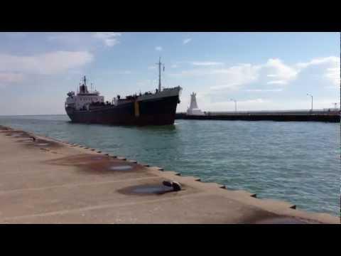 Burlington pier - Ship coming into Hamilton harbour