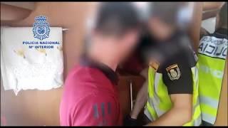 La Policía Nacional detiene a dos personas por ocultar a migrantes en su caravana
