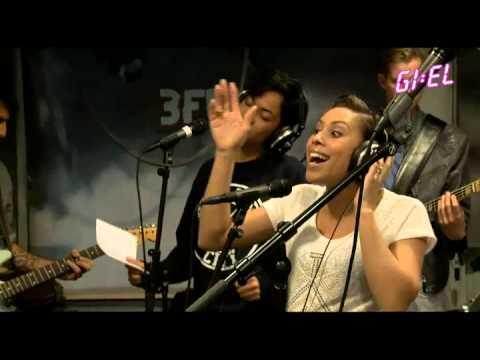 Postmen - Get Lucky @ Giel 3FM (Daft Punk & Pharrell Wiliams Cover)