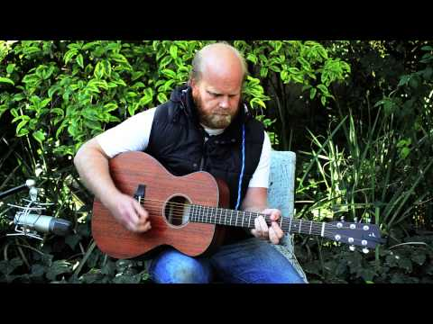 Fuzigish - Little Bird (acoustic playthrough)