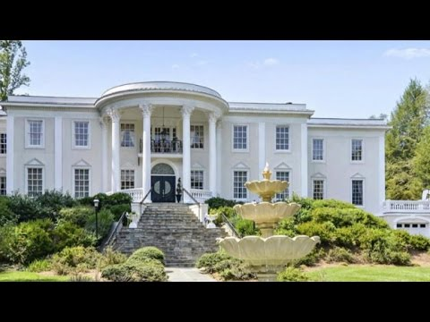 White House replica for auction