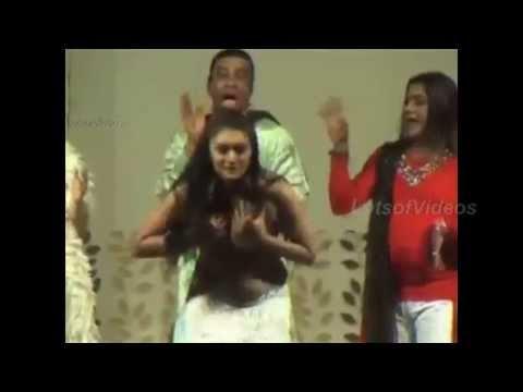 Begum Sahiba S Wardrobe Malfunction On Stage Seems