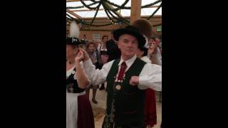 Gauverband Nordamerika - 2014 Munich Germany - Dancing Oide Wiesn (video 1)