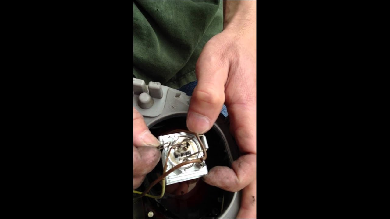 Instructions How To Change The Headlight Bulbs On A 2003 Vw Beetle