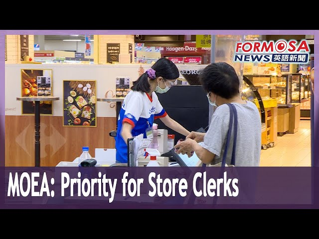 MOEA proposes prioritizing vaccination for store clerks in northern Taiwan