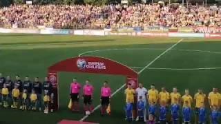 Стадион поет гимн Украины на матче Литва - Украина