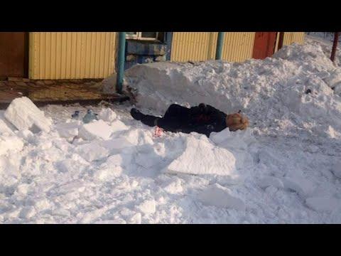 Женщину едва не убило массами снега