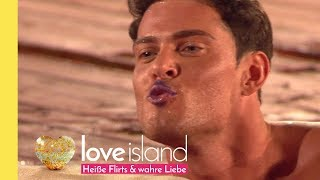 Hot kisses in the pool! | Love Island - Season 2