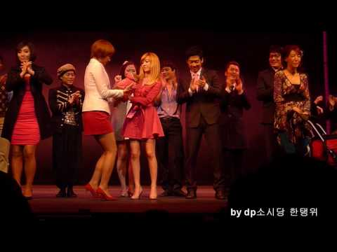 """20100415 SNSD Jessica in """"Legally Blonde"""" the musical's curtain call in Busan, Korea"""