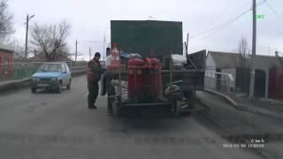 Russian way to repair road Ремонт дорог по русски