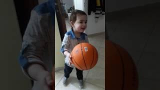סטטיק ובן אל תבורי זהב ילד בן שנתיים שר