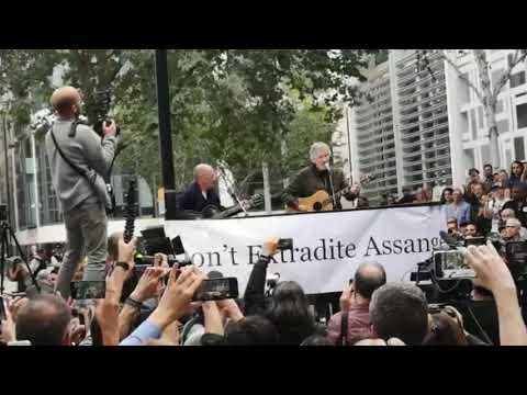 Roger Waters - LIVE Performance In Support Of Julian Assange