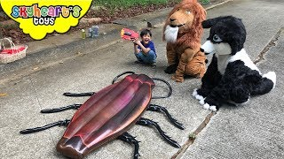 Hunt for the GIANT COCKROACH | Skyheart Daddy Lion Husky finds insects bug toys for kids