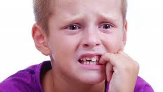 видео Почему взрослые и дети грызут ногти?