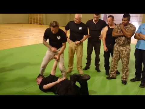 Des agents de sécurité formés comme des policiers américains. GROUPE 9