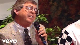 Bill & Gloria Gaither - Our God Reigns [Live] ft. Bob Cain