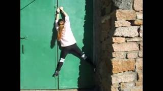 Тренировка по скалолазанию на стене здания. 2016