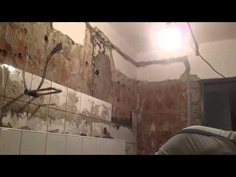 fliesen verlegen wand dusche badezimmer tipps tricks doovi. Black Bedroom Furniture Sets. Home Design Ideas