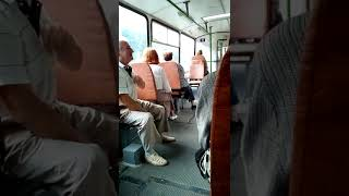 В первом троллейбусе бабуля скандалит с пьяным пассажиром