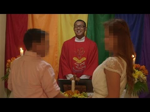 Gay Couple Marries in Philippines as Pope Francis Arrives