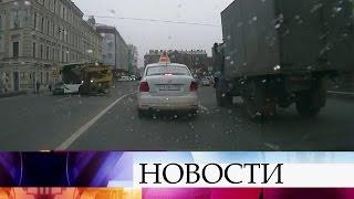 Перед Мариинским театром вСанкт-Петербурге «станцевал» мини-погрузчик.