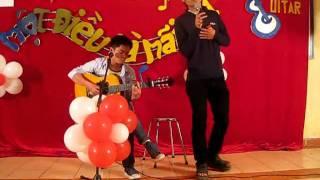 Thời sinh viên - Minh gù guitar HUBT.AVI