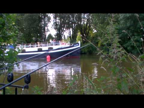 YouTube Bloggers Fishing Social on the River Thames. Carp, Coarse and Swansea. (Video Blog 82)