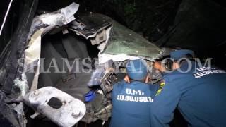Ավտովթար Երևանում  «Էրեբունի» բժշկական կենտրոնի մոտ Jeep Grand Cherokee ն բախվել է էլեկտրասյանը