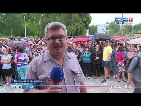 В Чемодановке тысячи человек вышли на улицы после массовой драки местных жителей