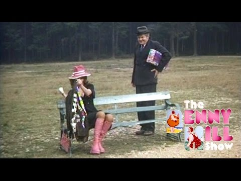 Benny Hill - Gay Park Chase 'Closing Chase' (1973)