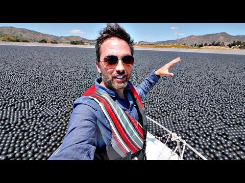 Смотреть Зачем в водохранилище 96 000 000 шариков? [Veritasium] онлайн