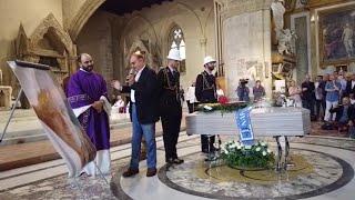 Napoli, Arbore ai funerali di De Crescenzo: