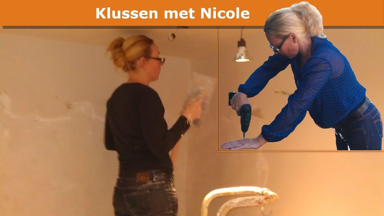 Gestucte Muur Badkamer : Nicole bouwt onze badkamer van slopen tot tegelen youtube