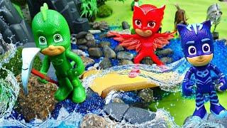 Герои в масках. Видео про игрушки из мультфильмов. Землетрясение! Гекко, Кэтбой и Алетт ищут воду!