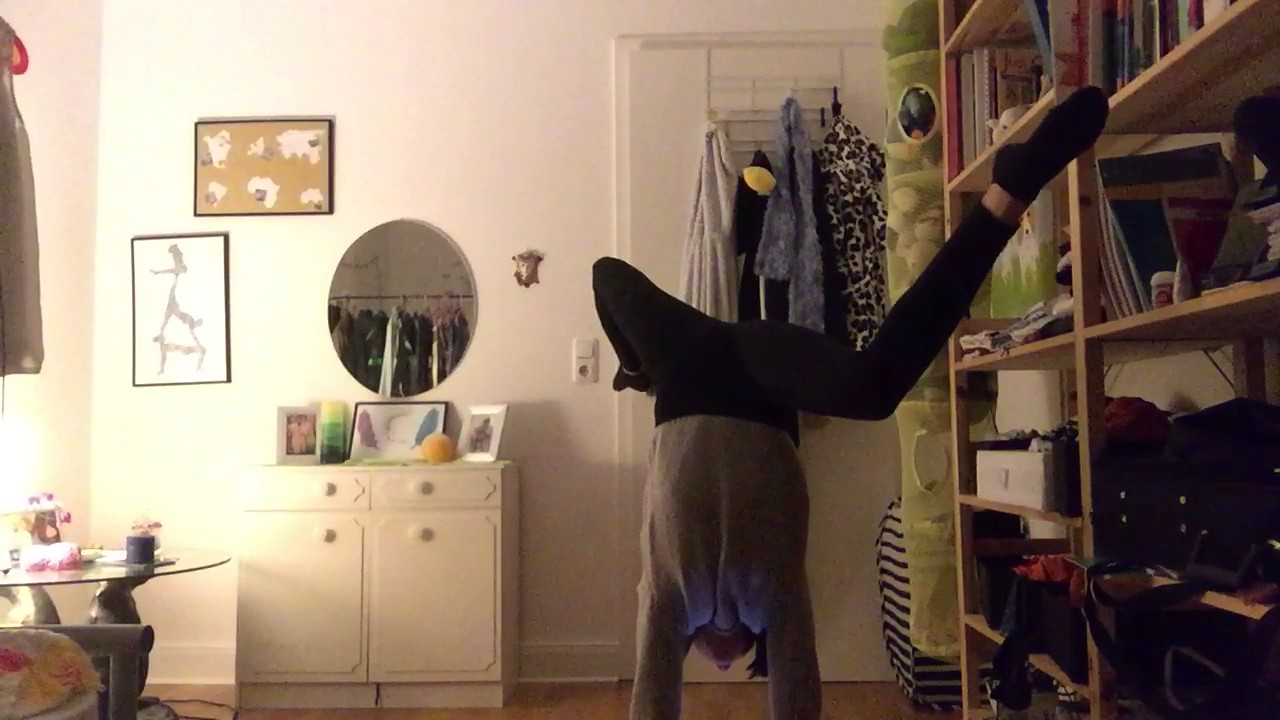 THE LONGEST HANDSTAND EVER: WORLD RECORD - YouTube
