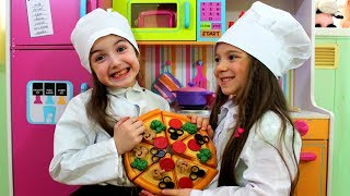 Masha and Anna Play Toy Cafe with Friends